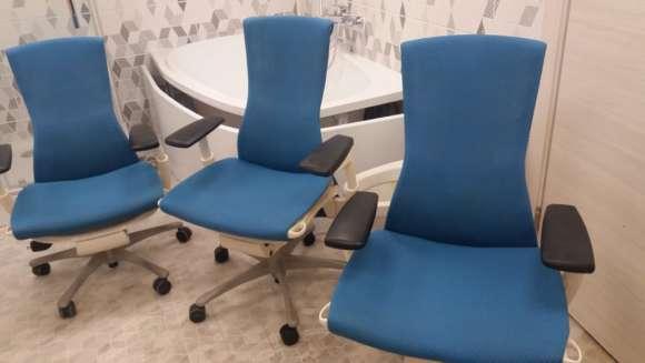 Офисные стулья после химчистки
