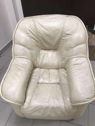 Кожаное кресло до химчистки