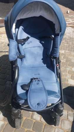 Синяя коляска после химчистки