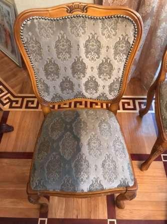 Мягкая мебель в ресторане после чистки