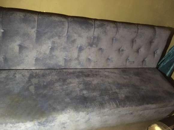 Мебель в кафе до химчистки