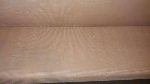 Мягкий диван после чистки