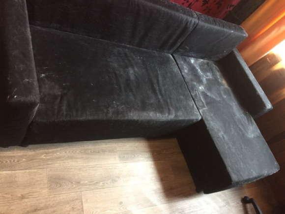Черный диван до чистки